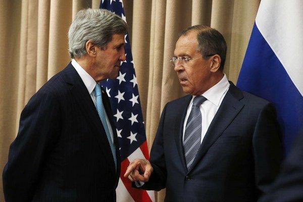 Americký šéf diplomacie Kerry a ruský minister Lavrov.