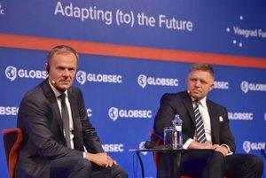 Zľava predseda Európskej rady Donald Tusk a premiér Robert Fico počas bezpečnostnej konferencie GLOBSEC.