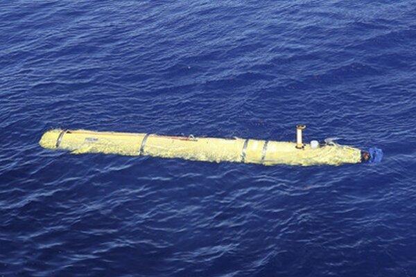 Lietadlo hľadá podmorské sonda.