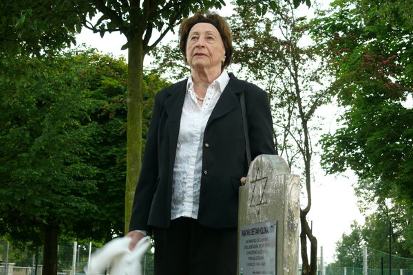 Pamätník odhalila Veronika Engel.