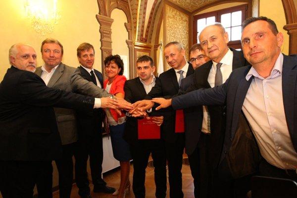 Deväť primátorov zo stredného Slovenska dnes vstúpilo do Iniciatívy stredné Slovensko. Pribudnúť by mali ďalší.