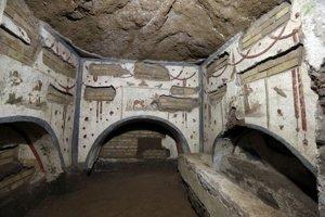 Interiér Domitiliných katakomb.