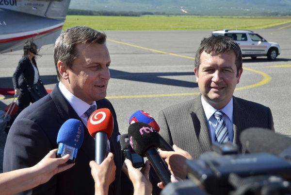 Predseda Poslaneckej snemovne Parlamentu ČR Jan Hamáček a predseda NR SR Andrej Danko po prílete na Medzinárodné letisko Poprad - Tatry.
