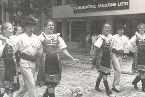 Folklórny súbor Zornička pred takmer 30 rokmi.