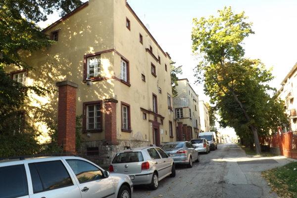 Domy na Misionárskej ulici na Kalvárii.