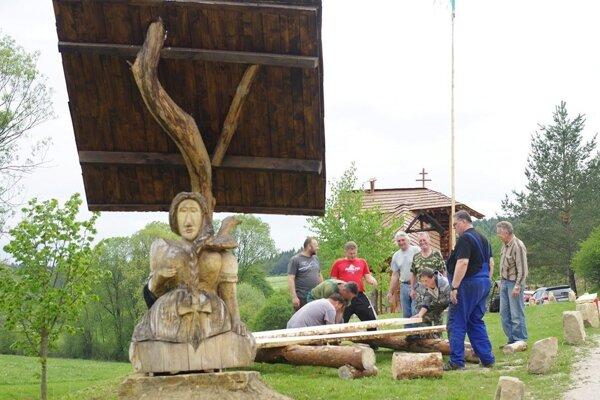 Oddychovú zónu stráži husiarka. Dnes pribudne ďalšia socha.