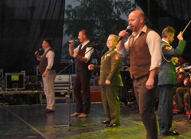 So súborom si Kandráčovci zaspievali Macejka.