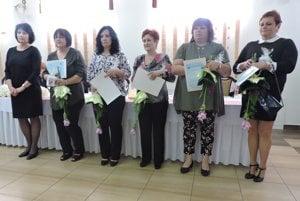 Ocenené sestry z prievidzského regiónu. Zľava Jana Vrabcová, Eva Štálniková, Eleonora Repková, Marieta Bottková, Zuzana Pastieriková a Alena Greschnerová