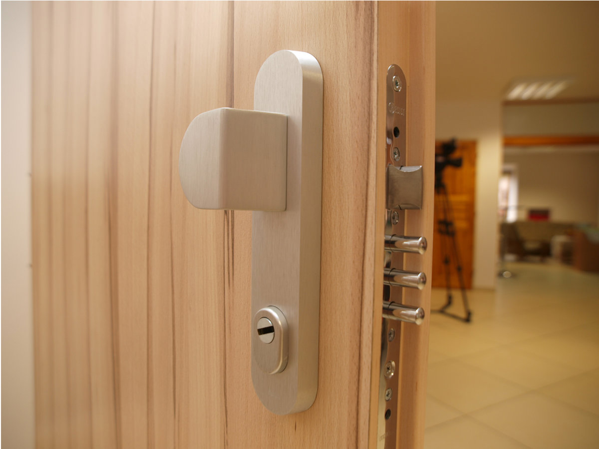 345ccaf09b Inteligentné dvere od vášho domova vám môžu aj zavolať. Odborníci na  bezpečnosť domácností zo spoločnosti ADLO ...