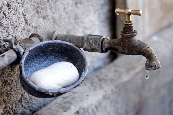 Za veľkou spotrebou vody, môže byť aj kvapkajúci kohútik