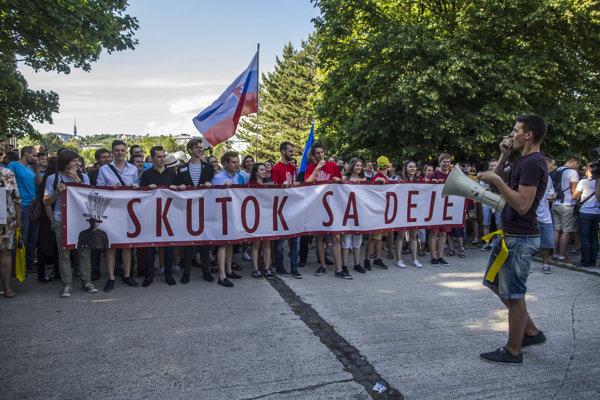 Na pochode v Bratislave a v Košiciach sa zúčastnili tisícky ľudí.