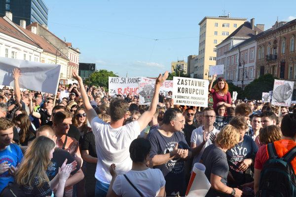 Pochod prilákal do centra tisíce prevažne mladých ľudí.