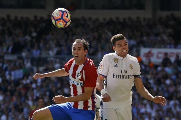 Pepe (vpravo) bol súčasťou defenzívy Realu desať rokov.