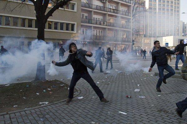 V Prištine minulý týždeň protestovali študenti.