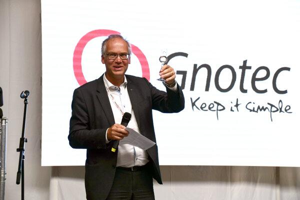 Gnotec Čadca oficiálne uviedla do prevádzky nové výrobné priestory s najmodernejšou lisovňou aj za účasti kľúčových zákazníkov.