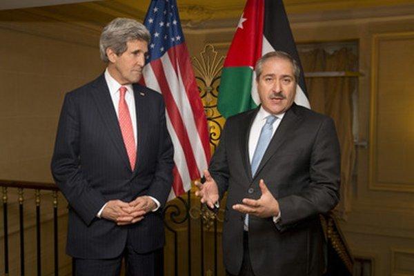 John Kerry a Mahmúd Abbás.