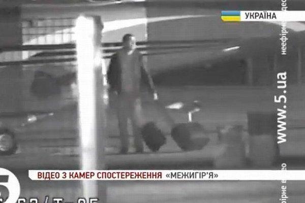 Janukovyč uteká z Kyjeva.