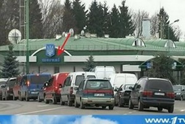 Prvý ruský kanál vysielal zábery z údajného ukrajinsko-ruského hraničného priechodu, cez ktorý malo utekať viac než 140-tisíc ľudí do Ruska. Usvedčili ich samotné zábery - vidno názov priechodu Šegini, ktorý však leží na poľsko-ukrajinskej hranici