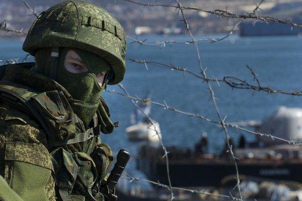 Ruskí vojaci si upevnili pozície na Kryme.