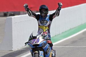 Alex Márquez sa teší z víťazstva v Barcelone.
