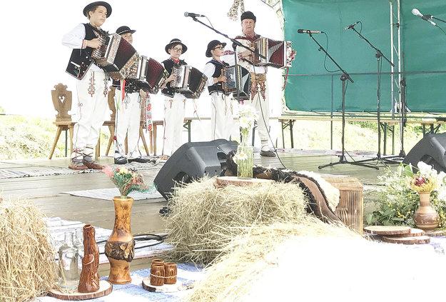 Na Dni mladého farmára vyhrávali aj heligonkári.