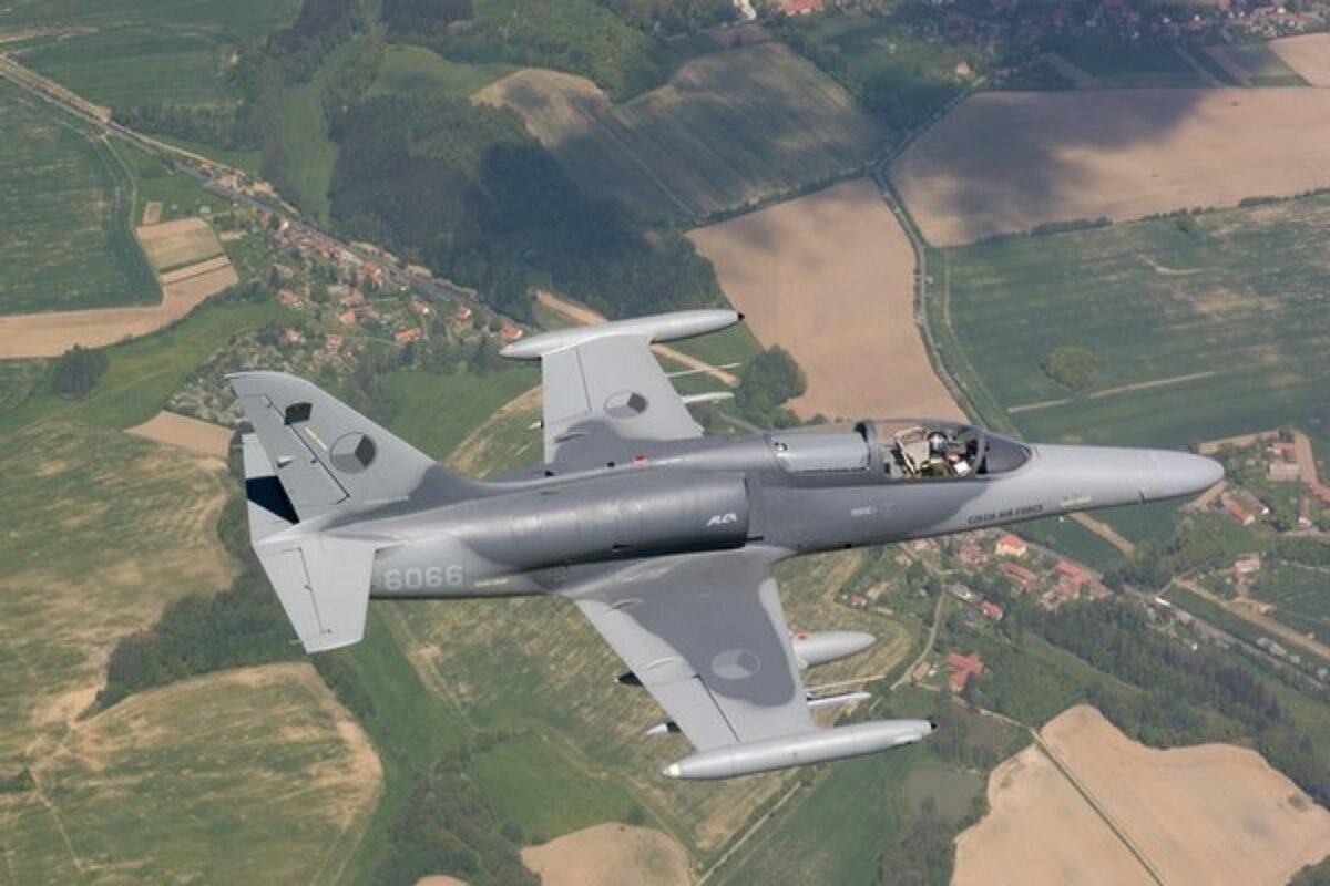 db16159cb Česká vláda odobrila predaj vojenských lietadiel do Spojených štátov ...