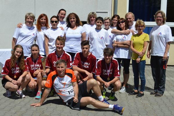 Spoločné foto tímu organizátorov avíťazného družstva zobchodnej akadémie vČadci.