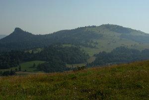 Rabštín a Wysoki Wierch (Šlachovky) z Lesnického sedla.