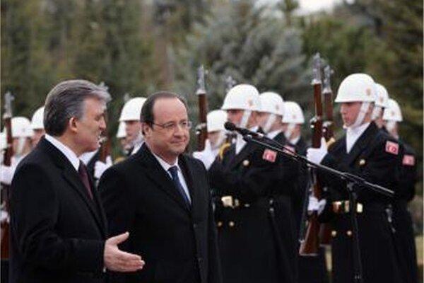Francúzsky prezident Francois Hollande a jeho turecký kolega Abdullah Gül.