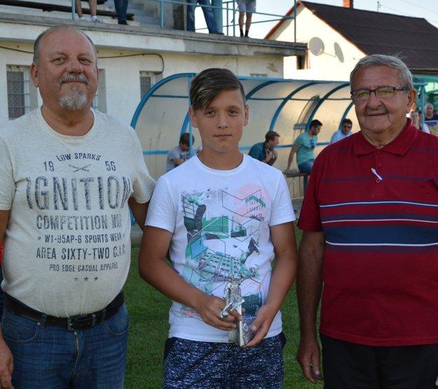 Skupinu B strelecky ovládol Samuel Kmeť (v strede) z družstva TJ Oponice.