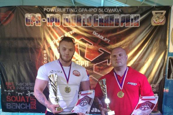 Úspešní siláci na Svetovom pohári vLučenci vľavo Stanislav Močkor, vpravo Peter Pintér.