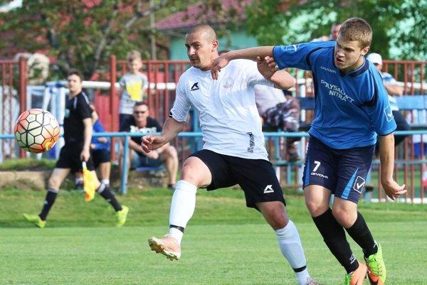 Futbalistov Veče tiež bude zaujímať prípadná úprava súťaží. Snímka je zo zápasu s Jarkom.