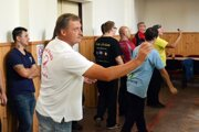 Šípkarský šport si získava priazeň aj v Nitre. V bielom tričku Juraj Vindiš.