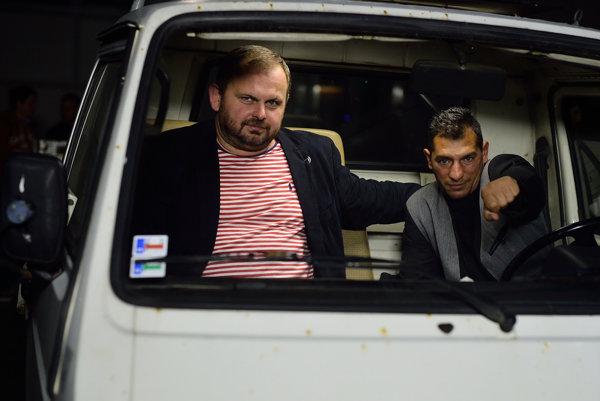 Ivan Ostrochovský (vľavo) s boxerom Petrom Kováčom pri nakrúcaní filmu Koza.