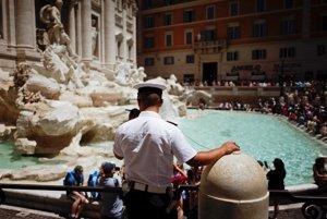 Koniec turistov vo fontánach. Rím bude pokutovať kúpanie