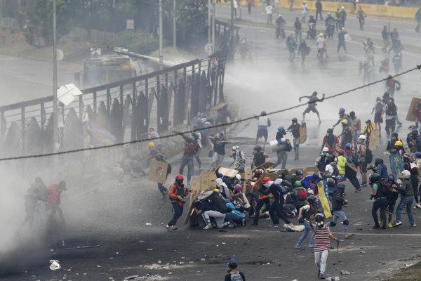 Protivládne nepokoje vo Venezuele trvajú od začiatku apríla.