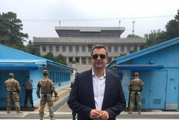 Šéf parlamentu si z návštevy v Južnej Kórey doniesol aj cenné priateľstvo so šéfom Ruskej dumy Viačeslavom Volodinom, ktorý je na sankčnom zozname Európskej únie.