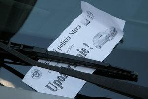 Najskôr mestská polícia vodičov len upozorňovala, teraz už dáva pokuty.