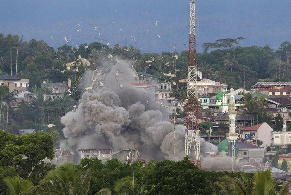 Filipínske Marawi armáda bombarduje, aby pozabíjala islamistov. Hlásia sa k Islamskému štátu.