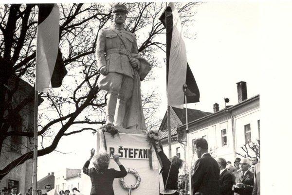 Pôvodná socha M. R. Štefánika v Spišskej Belej.