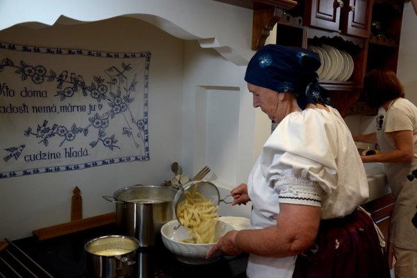 Mária Brdárska zRejdovej hosťom navarila pravé rejdovské cíbliky.