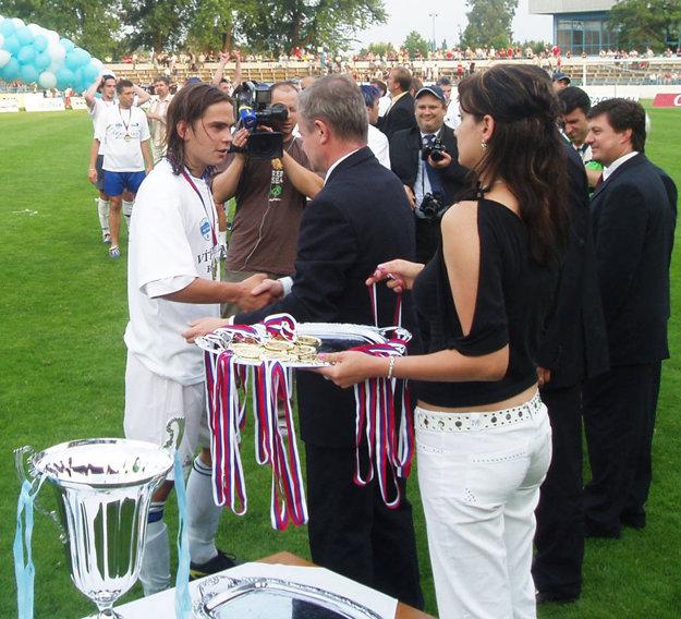 Tomáš Kóňa bol členom tímu FC Nitra, ktorý v roku 2005 pod vedením Ivana Galáda postúpil do prvej ligy.