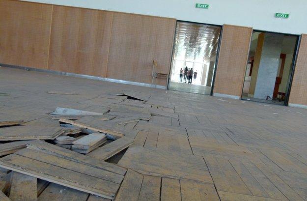 V estrádnej sále, ktorá prešla rekonštrukciou.