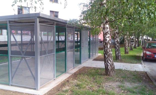 Pilotný projekt uzamykateľného stojiska vznikol na Jilemnického ulici vlani.