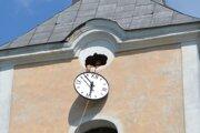 Vežové hodiny vytiahli do výšky 18 metrov.