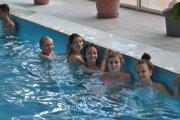 Relax v bazéne. Kúpanie v tábore nemôže chýbať.