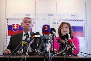 Ján Slota a Anna Belousovová. Spojenci z nutnosti, ktorí si roky nevedeli prísť na meno.