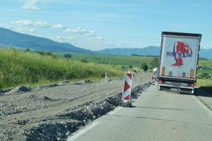 Cesta medzi Martinom a Turčianskymi Teplicami.