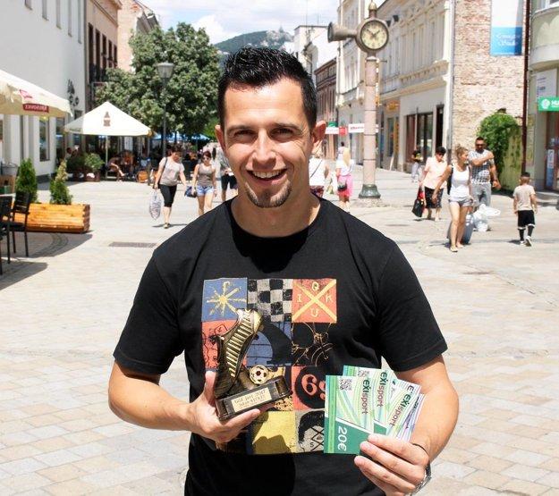 Víťazného Jakuba Kečkéša odmenila aj sieť športových predajní EXIsport. Odniesol si poukážku na nákup v hodnote 100 eur a peknú sošku na pamiatku.