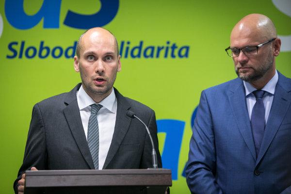 Poslanec za stranu SaS Karol Galek spolu s jej predsedom Richardom Sulíkom